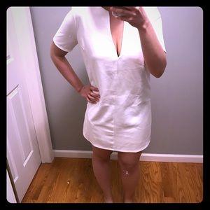 White Low V Neck Short Sleeve Dress